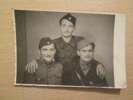 The Three Soldiers , Yugoslav Partisans 1945 - Uniformes