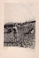 Photo Originale Plage Et Maillot De Bain Sur La Côte Vermeille - Retour De  Port-Vendres En Juillet 1951 - Pin-up