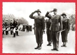 Libération De Paris (25-29 Août 1944). Les Généraux Bradley Et Koenig Devant La Tombe Du Soldat Inconnu - War 1939-45