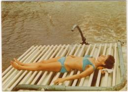 Foto/Photo. Pin Up.  Femme En Maillot/Bikini . Kinshasa 1972 Au Dos. - Pin-Ups
