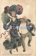 50513 ART ARTE PRETTY WOMAN WITH A HAT & FAN WITH OLD MAN POSTAL POSTCARD - Schone Kunsten