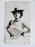 Old Post Card Woman Hat Necklace Jewelry Mode - Pin-Ups