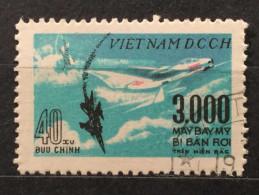 1968 VIET NAM WARPLANE SHOT DEFENSE AIR SET 2 PICS 3000 MAY BAY MY 40 BUU CHINH STAMPS RARE - Vietnam