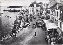 44 LE CROISIC 1955 Place D´Aiguillon La Poissonnerie Grand Café Bazar - Le Croisic