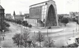 METZ - 57 -  Vue Panoramique Avec L'ancienne Chapelle à L'arrière Plan  - SM - - Metz