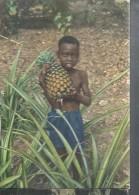 BAMBINO AFRICANO CHE OFFRE UN FRUTTO DELLA SUA TERRA VIAGGIATA NO--1970-FP-A2269-T- - Africa