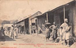 "04452 ""AFRIQUE OCCIDENTALE - GUINEE - SOUGUETA N° 10 - UNE RUE"" ANIMATA. CART NON SPED - Guinea"