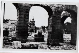 SAINT DIE -GUERRE DE 39-45 RUINES -CATHEDRALE-A TRAVERS LES ARCADES DE L'HOTEL DE VILLE - Saint Die