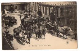 BIARRITZ  COUR DU GRAND HOTEL NOMBREUX ATTELAGES   TRES ANIME - Biarritz