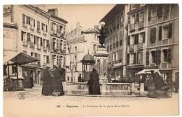 BAYONNE LA FONTAINE DE LA PLACE ST ESPRIT  TRES  ANIMEE - Bayonne