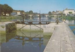 16----JARNAC---l´écluse Et Le Pont Sur La Charente---voir 2 Scans - Jarnac
