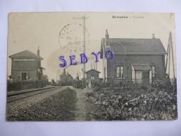 BROMBOS - SARCUS.   La Gare Avec Train. - Autres Communes