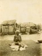 Afrique Noire Etude De Nu Féminin Village Huttes Ancienne Photo 1890 - Old (before 1900)