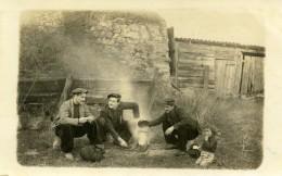 France  Scene De Repas Des Voyageurs Amis Enfant Ancienne Carte Photo 1920