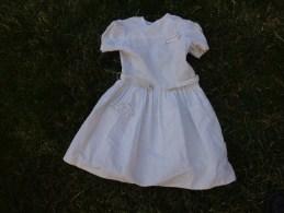 Belle Robe De Fillette Hauteur 67cm  Epaule A Epaule 27cm Bouton Verre Opaline - 1940-1970