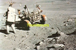 CPSM JOHN F KENNEDY SPACE CENTER N.A.S.A.  ASTRONAUT CHARLES M DUKE JR STANDS BESIDE THE LUNAR ROVING VEHICLE - Astronomie