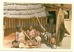 RHODESIA / SIMBABWE, Village Head With Two Of His Wives - Simbabwe