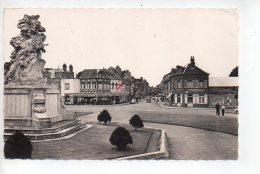 REF 253 : CPSM 80 Abbeville La Place Victor Hugo Rue De La Chaussée Du Bois - Abbeville