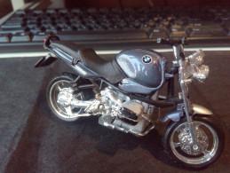 BMW BURAGO MOTORCYCLE RARE LOW PRICE DIECAST METAL WITH PLASTIC PICS - Motorräder