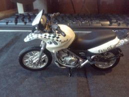 BMW DACAR 650 GS MOTORCYCLE RARE LOW PRICE EVER DIECAST METAL WITH PLASTIC PICS - Motorcycles