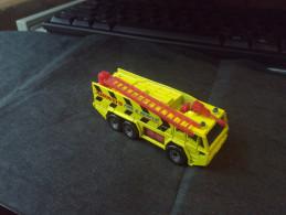 MATCHBOX 1992 AIRPORT FIRE TRUCK Matchbox AIRWAYS FIRE&RESCUEYELLOW RARE LOW PRICE EVER DIECAST METAL - Matchbox (Mattel)