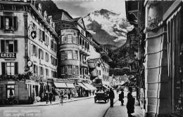 INTERLAKEN → Hauptstrasse Mit Touristen Und Oldtimer, Ca.1940 - BE Berne