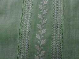 Piece De Tissu Idem Au Robe De Communiante  Broderie Raffinée 12 X48 Cm - Vintage Clothes & Linen