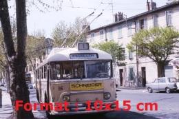 Reproduction D'une Photographie D'un Bus Trolley Numéro 86 Ligne 1 Escaillon Avec Une Publicité Schneider De Face - Reproductions