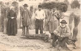 63 - PAYSANS ATTENDANT LES CLIENTS (LOCALISEE A CLERMONT-FD - MARCHE DE LA PAILLE - RUE FONTGIEV - Clermont Ferrand