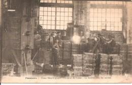 09 - PAMIERS,  USINE METALLURGIQUE - FONDERIE DE FONTES - LA COULEE DANS LES MOULES