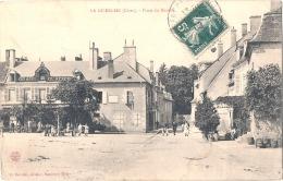 18 - CHER - LA GUERCHE, La Place Du Marché -  TB(petit Décollement Feuillets) - La Guerche Sur L'Aubois