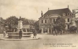 """CPA FRANCE 01 """" Divonne Les Bains, La Place Et Le Monument """". - Divonne Les Bains"""