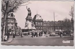 CT /  CPSM 9X14 . PARIS (11°)  Pl. De La République (  Autobus Et Autos Années 50) - Arrondissement: 11