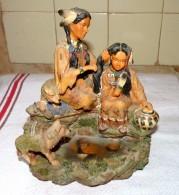 STATUE FIGURINE INDIEN INDIENNE ET SA FILLE AVEC BEBES LOUPS BON ETAT 20 X 19 Cm - Sculptures