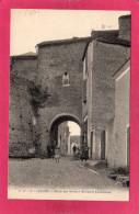 64 PYRENEES-ATLANTIQUES LESCAR, Porte Des Anciens Remparts (XI°  Siècle), Animée, 1928, (Carrache, Pau) - Lescar