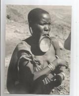 AFRIQUE NU JEUNE FEMME AU PLATEAU PHOTO ANNEES 50 - Africa