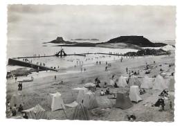 Cpsm: 35 SAINT MALO - Plage Bonsecours Et Le Grand Bey (Piscine D'eau De Mer) 1950  N° 642 - Saint Malo