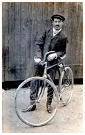 CARTE PHOTO D'un Cycliste , Cp Partie De BOURRE , Vélo - France