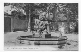 (RECTO / VERSO) LUXEUIL EN 1915 - N° 57 - LA FONTAINE NEPTUNE AVEC PERSONNAGE - BEAU CACHET - CPA - Luxeuil Les Bains