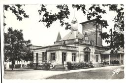Cp 17, Saujon, Etablissement Thermal Et Le Parc, Voyagée 1963 - Saujon