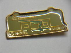 Pin's - Militaire - A2 FERMONT - LA LIGNE MAGINOT - LE FORT - Militair & Leger