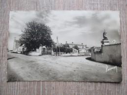 CPA PHOTO 85 LAIROUX MONUMENT AUX MORTS - Autres Communes