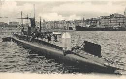 MARSEILLE. UN SUBMERSIBLE DANS LE VIEUX PORT - Unterseeboote