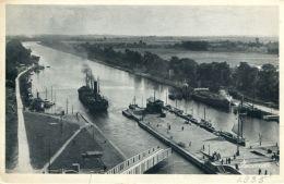 N°466 E -cpa Ouistreham -le Canal De Caen à La Mer- - Commerce