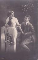 AK Liebespaar Mit Blumen - 1921 (23406) - Paare
