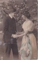 AK Liebespaar Mit Blühendem Baum - Ca. 1910 (23407) - Paare
