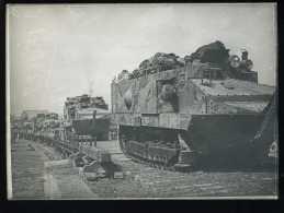 GUERRE 14/18 - CHAR D´ASSAUT GAGNANT SA PLATE-FORME DANS LA SOMME - TANK - BLINDE - Guerre, Militaire