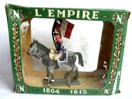 FIGURINE STARLUX Cavalier Empire C102 CUIRASSIER OFFICIER PORTE DRAPEAU - 10è Régiment 1966 Plastique EN BOITE - Starlux