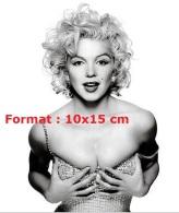 Reproduction D'une Photographie D'un Portrait De Marilyn Monroe Avec Ses Cheveux Bouclés - Reproductions