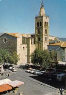 CPSM (66)  PRADES Eglise St Pierre  Voitures Des Années 60/70 - Prades